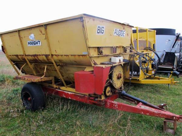 Knight Big Augie 12 4-Auger Mixer Wagon