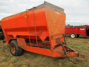 Oswalt 2800T 3-Auger Mixer Wagon