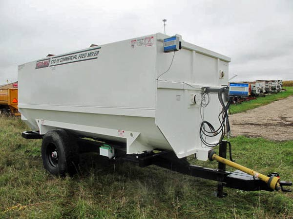 Roto-Mix 620-16 Staggard Rotor Mixer Wagon