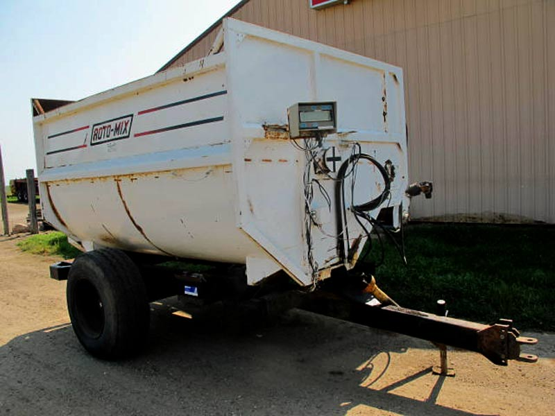 Roto-Mix 350-10 Reel Mixer Wagon