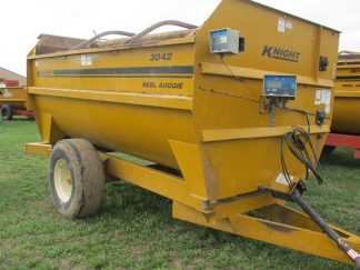 Knight 3042 Reel Mixer   Farm Equipment>Mixers>Reel Feed Mixers - 1