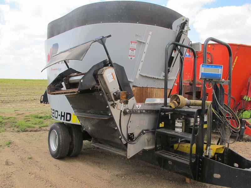 Penta 5620 vertical mixer | Farm Equipment>Mixers>Vertical Feed Mixers - 1