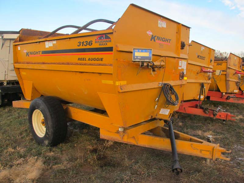 Knight 3136 reel mixer   Farm Equipment>Mixers>Reel Feed Mixers - 2