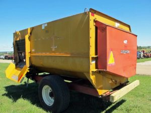Knight 2450 reel mixer wagon