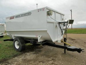 Roto-Mix 540-14 staggered rotor mixer wagon | Farm Equipment>Mixers>Reel Feed Mixers - 1