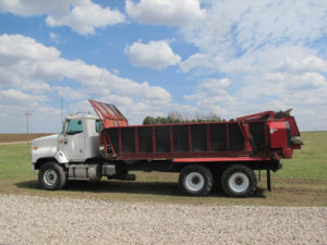 Spread-All 20T on '02 IH 5600i truck | Farm Equipment>Manure Spreaders - 1