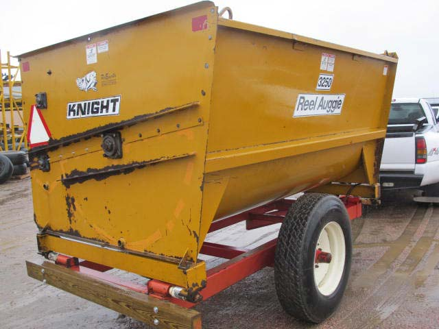 Knight 3250 reel mixer wagon | Farm Equipment>Mixers>Reel Feed Mixers - 5