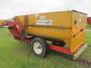 Knight 2300 reel mixer