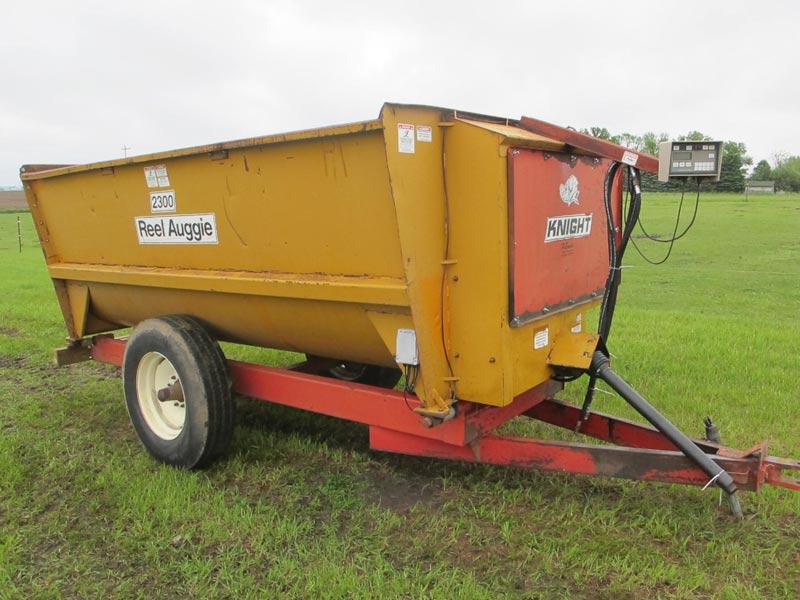 Knight 2300 reel mixer | Farm Equipment>Mixers>Reel Feed Mixers - 5