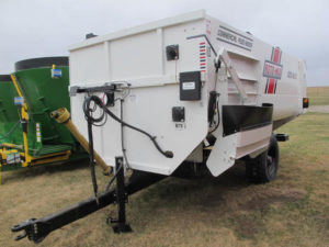 Roto-Mix 620-16 staggered rotor mixer wagon | Farm Equipment>Mixers>Reel Feed Mixers - 1