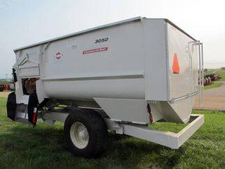 Knight 3050 reel mixer feeder wagon | Farm Equipment>Mixers>Reel Feed Mixers - 1