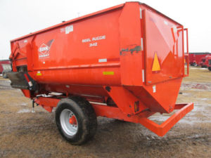 Knight Kuhn 3142 reel mixer feeder wagon