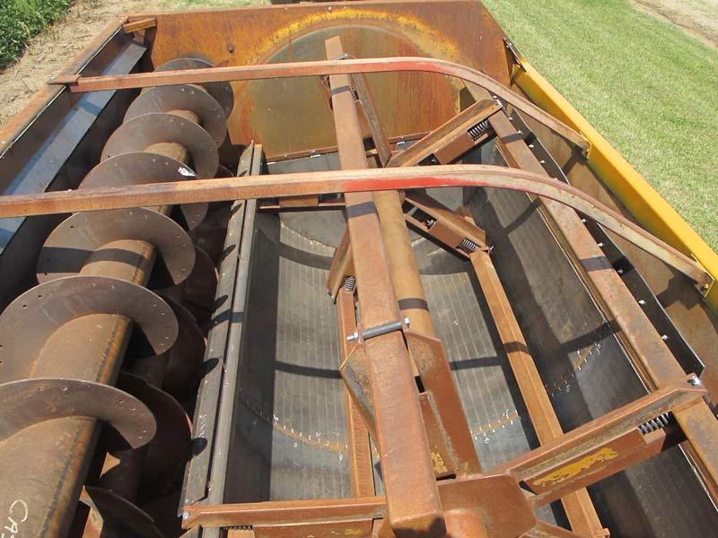 Knight 3036 reel mixer wagon | Farm Equipment>Mixers>Reel Feed Mixers - 4