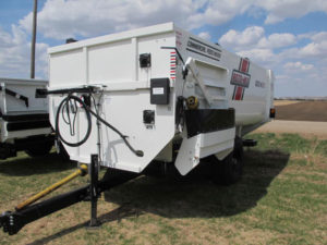 Roto-Mix 620-16 XD staggered rotor mixer wagon | Farm Equipment>Mixers>Reel Feed Mixers - 1