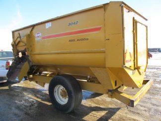 Knight 3042 reel mixer feeder wagon   Farm Equipment>Mixers>Reel Feed Mixers - 1