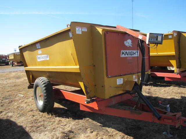 Knight 3300 reel mixer wagon   Farm Equipment>Mixers>Reel Feed Mixers - 5