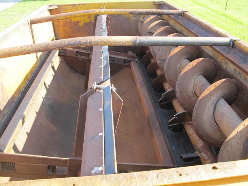 Knight 3030 reel mixer feeder wagon | Farm Equipment>Mixers>Reel Feed Mixers - 4