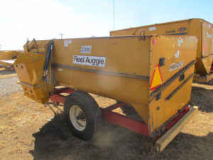 Knight 2300 reel mixer wagon