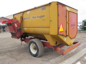 Knight 3036 reel mixer wagon