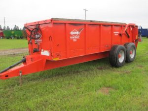 Knight PS160 horizontal beater manure spreader
