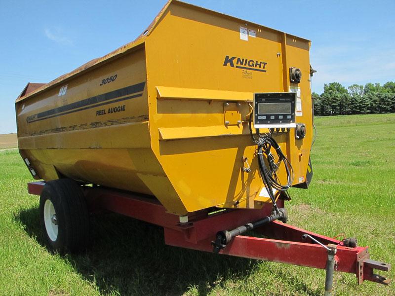 Knight 3050 reel mixer   Farm Equipment>Mixers>Reel Feed Mixers - 5