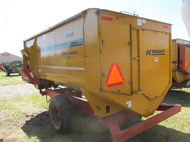 Knight 3042 Reel Mixer Wagon | Farm Equipment>Mixers>Reel Feed Mixers - 6
