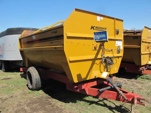 Knight 3042 Reel Mixer Wagon | Farm Equipment>Mixers>Reel Feed Mixers - 5