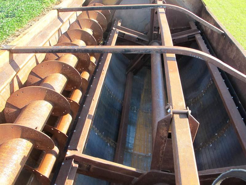 Knight 3142 Reel Mixer Wagon | Farm Equipment>Mixers>Reel Feed Mixers - 4