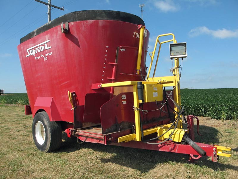 Supreme 700 T mixer wagon