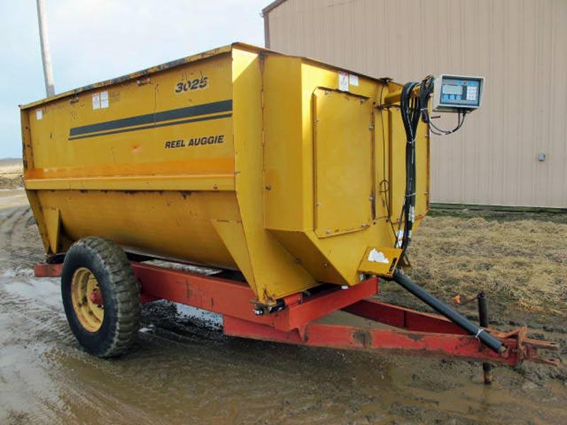 Knight 3025 reel mixer wagon   Farm Equipment>Mixers>Reel Feed Mixers - 1