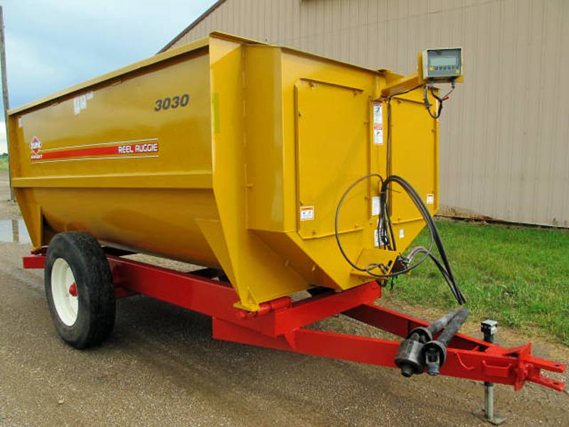 Knight 3030 reel mixer wagon