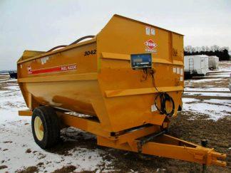Knight 3042 reel mixer | Farm Equipment>Mixers>Reel Feed Mixers - 1