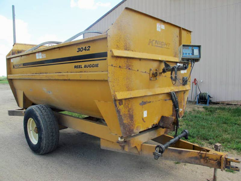 Knight 3042 Reel Mixer Wagon