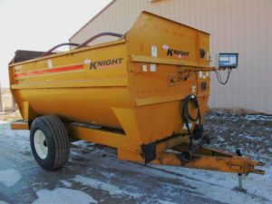 Knight 3042 reel mixer feed wagon