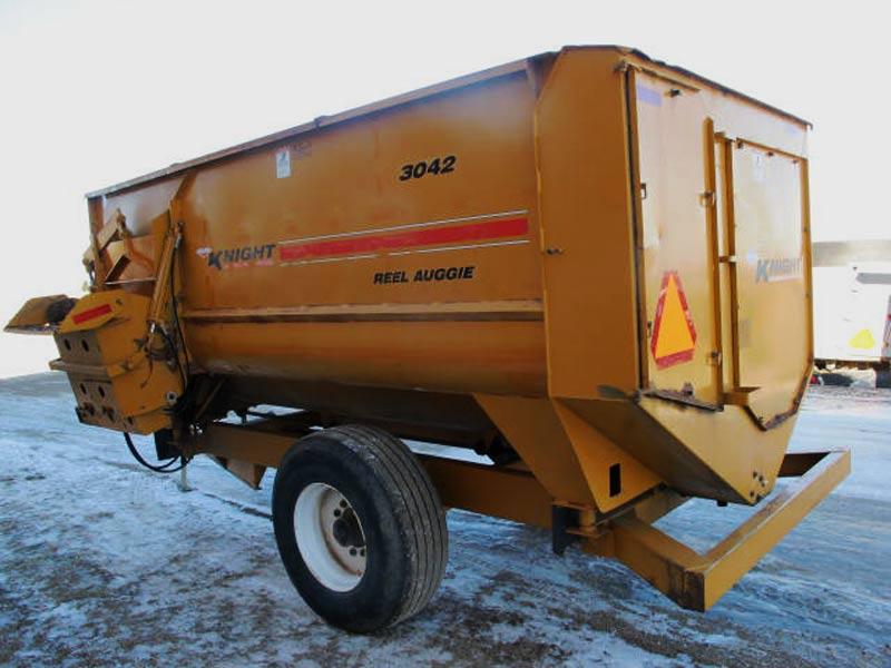 Knight 3042 reel mixer feed wagon   Farm Equipment>Mixers>Reel Feed Mixers - 6