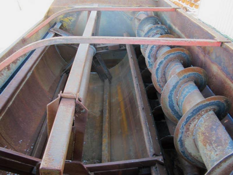 Knight 3042 reel mixer feed wagon   Farm Equipment>Mixers>Reel Feed Mixers - 4
