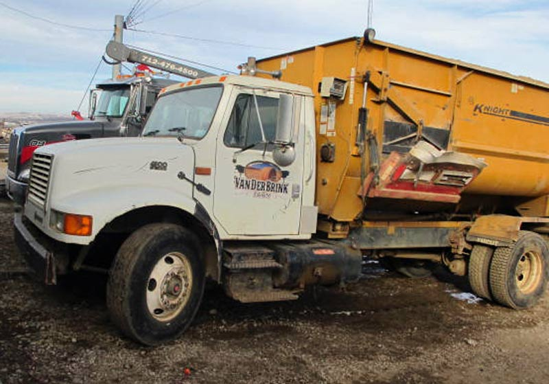 Knight 3060 reel mixer on IH truck feed truck | Farm Equipment>Mixers>Reel Feed Mixers - 8