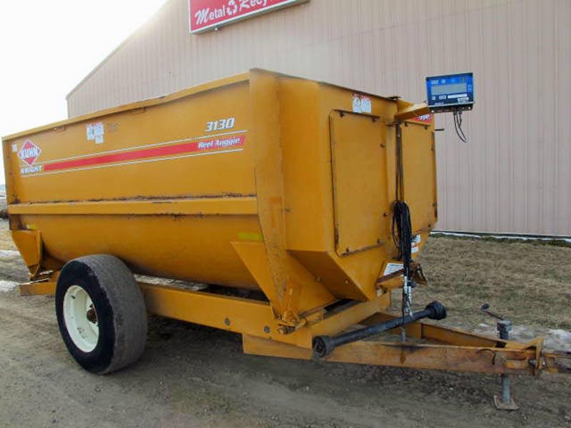 Knight 3130 reel mixer wagon | Farm Equipment>Mixers>Reel Feed Mixers - 1