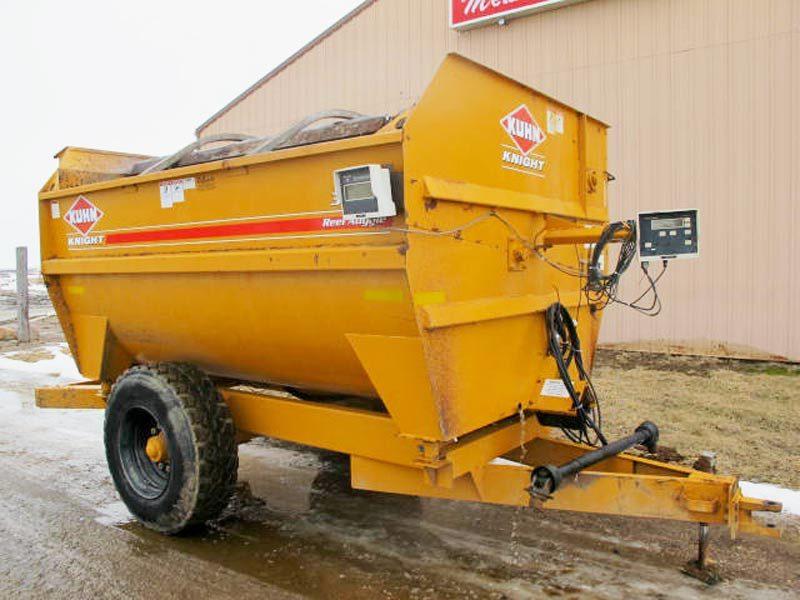 Knight 3136 reel mixer wagon   Farm Equipment>Mixers>Reel Feed Mixers - 1