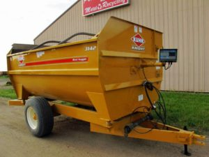 Knight 3142 reel mixer wagon