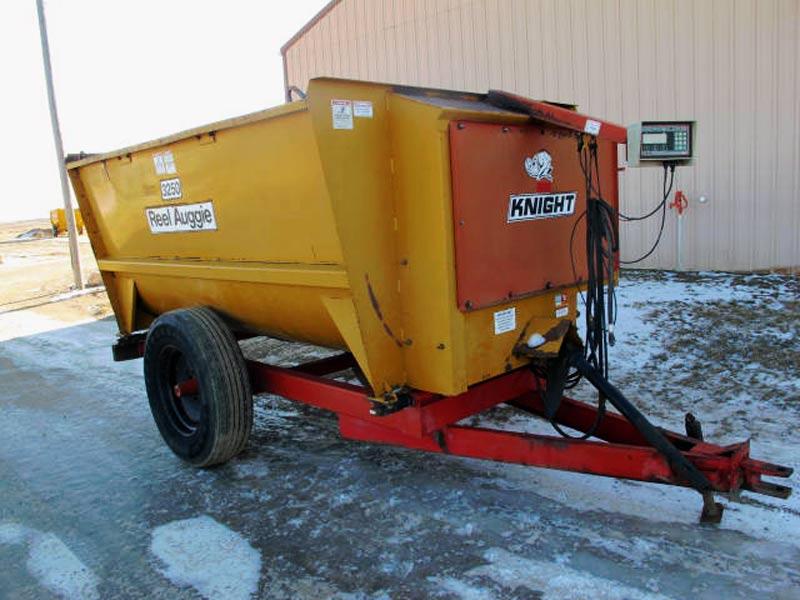 Knight 3250 Feed Mixer Wagon | Farm Equipment>Mixers>Reel Feed Mixers - 1