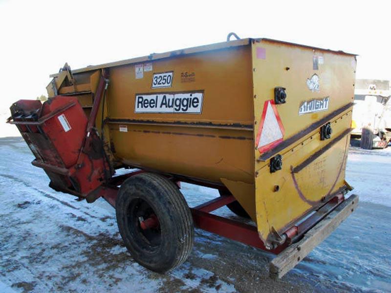 Knight 3250 Feed Mixer Wagon | Farm Equipment>Mixers>Reel Feed Mixers - 6