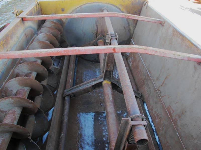 Knight 3250 Feed Mixer Wagon | Farm Equipment>Mixers>Reel Feed Mixers - 5