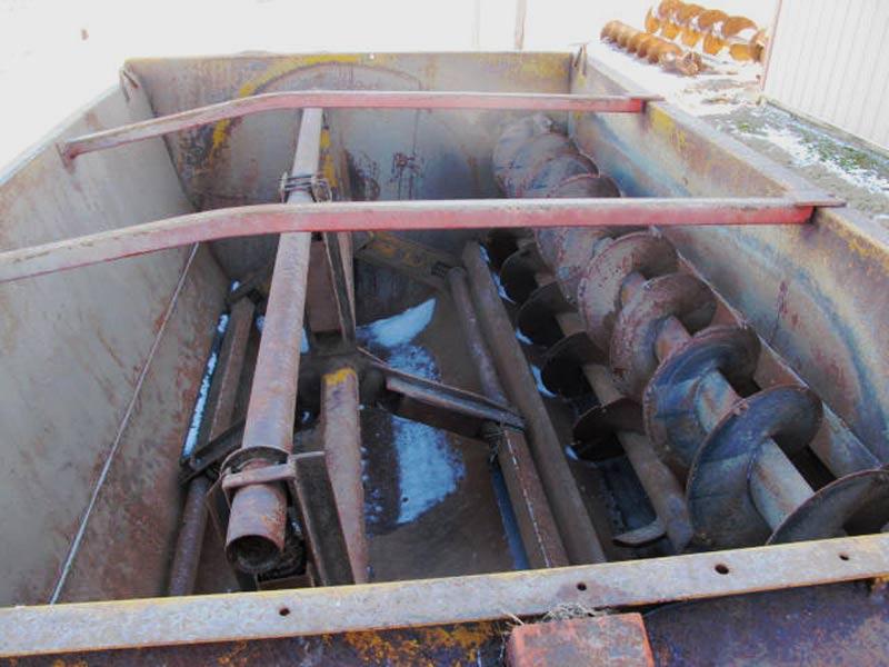 Knight 3250 Feed Mixer Wagon | Farm Equipment>Mixers>Reel Feed Mixers - 4