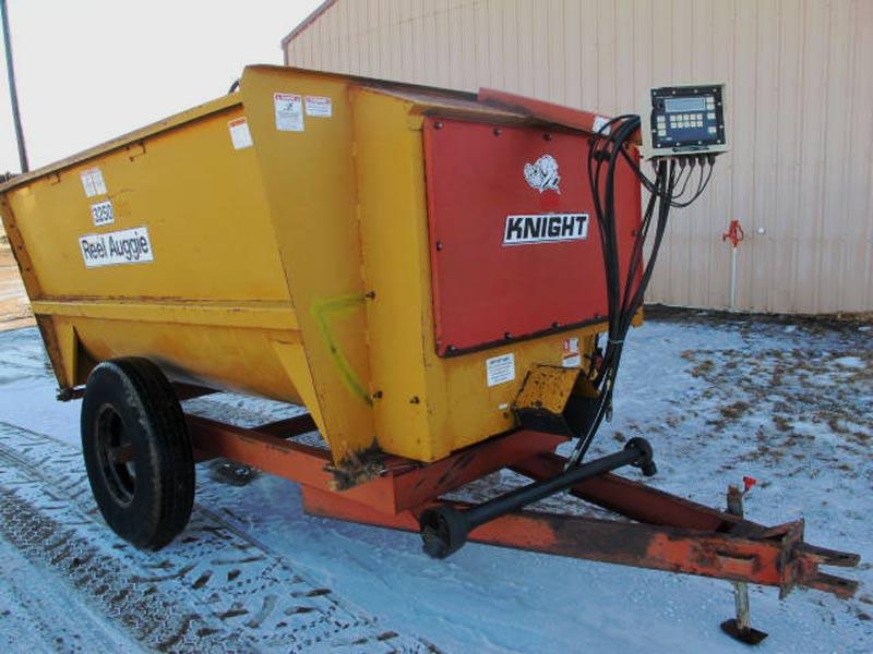 Knight 3250 Reel Mixer Wagon | Farm Equipment>Mixers>Reel Feed Mixers - 1