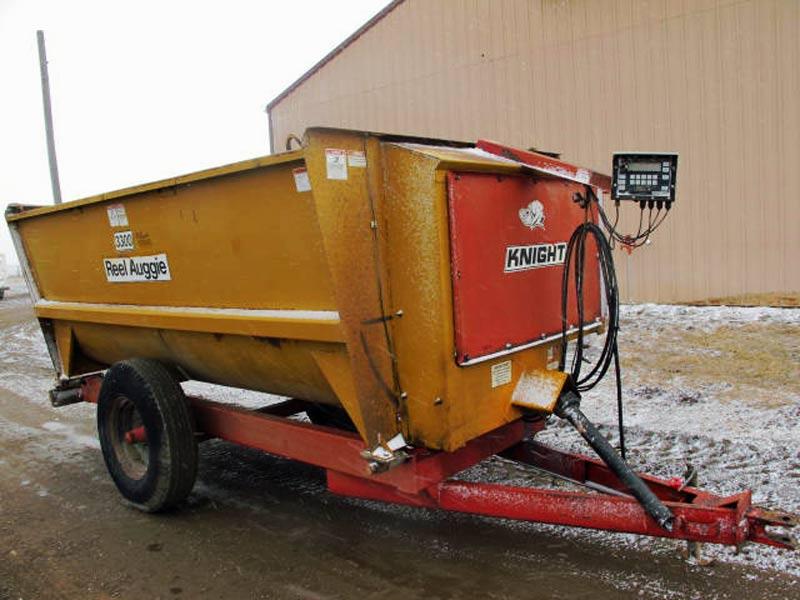Knight 3300 reel mixer wagon   Farm Equipment>Mixers>Reel Feed Mixers - 1
