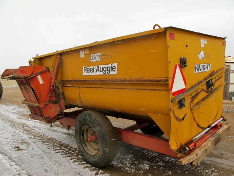 Knight 3300 reel mixer wagon   Farm Equipment>Mixers>Reel Feed Mixers - 6