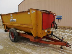 Knight 3300 reel mixer wagon