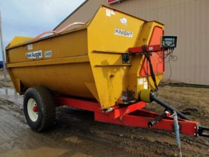 Knight 3450 reel mixer wagon