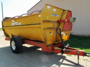 Knight 3550 Reel Mixer Wagon